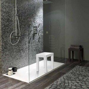bagno con sgabello bianco