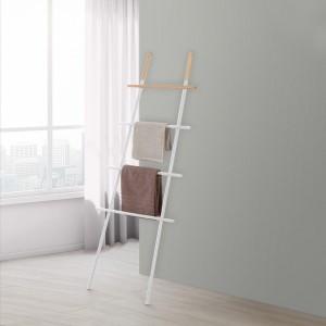 scala portasciugamani bianca con inserti in legno di bamboo